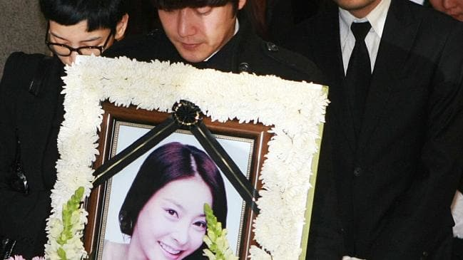 The death of the actress was national news and caused a lot of buzz. The police ruled her death to be a suicide. Jang Ja Yeon explained why she had killed ...